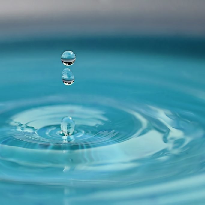water-drop-2670119_1920